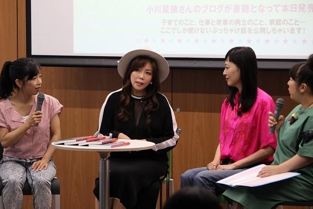 【写真を見る】全員母親でもある4人がトークを繰り広げた