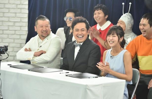 """7月25日(月)の「有田ジェネレーション」は""""次世代女芸人""""オーディションを実施。有田哲平(写真手前中)をはじめ、ケンドーコバヤシ(同左)と石川恋(同右)が審査員を務める"""