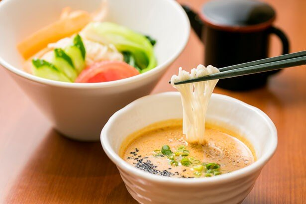 東北自動車道 菅生PA(上り線)フードコートの 「豆乳ごまだれ温麺」(660円)