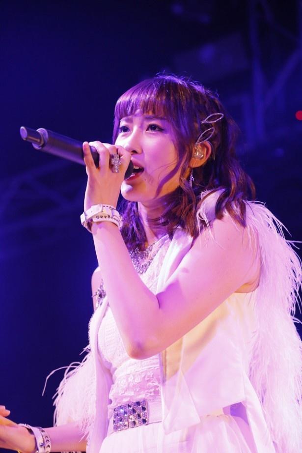 魚住同様、「田中れいなとバンドやりたい女子メンバー大募集!」オーディションで選ばれたボーカル・岡田万里奈
