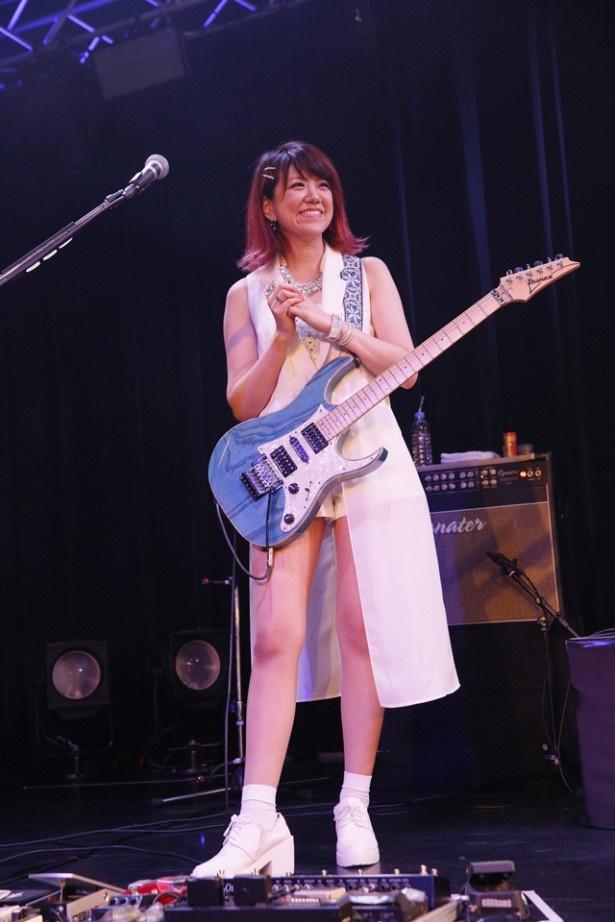 魚住は、'12年に行われた「田中れいなとバンドやりたい女子メンバー大募集!」オーディションでLoVendoЯのメンバーに
