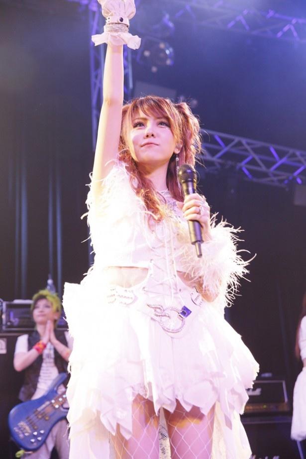 LoVendoЯを率いる田中れいなは、魚住姉さんの卒業発表を受けて「9月16日(金)にはこの4人で最後のライブがあります」と気持ちを切り替えた