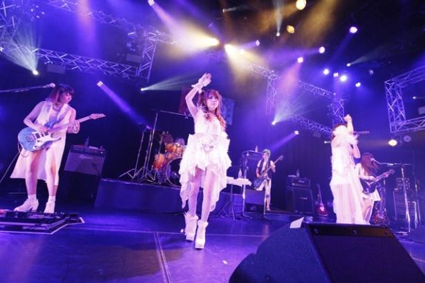 田中れいな率いるLoVendoЯが全国ツアー「LoVendoЯ LIVE TOUR 2016 ~POWEЯ!~」のファイナル公演を行った