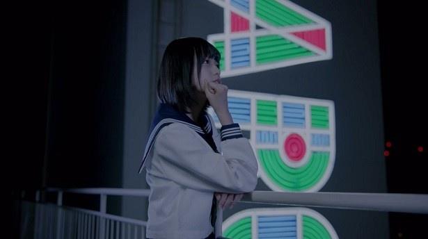 欅坂46の2ndシングルに収録される平手友梨奈のソロ曲「渋谷からPARCOが消えた日」のMVが公開!