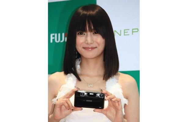柴咲コウさん出演、新製品「FinePix F70EXR」の新CMは8/8(土)からO.A.
