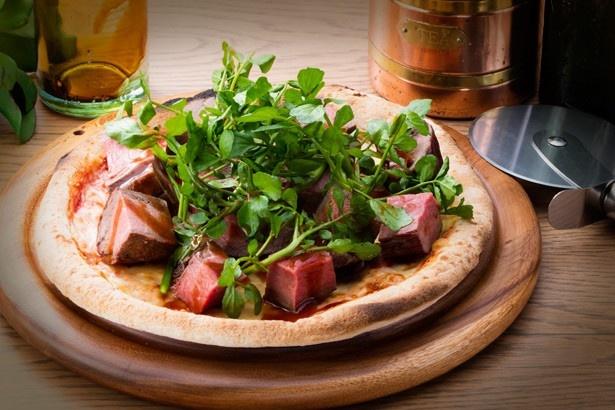 「氷温熟成肉のRIBマックススペシャル」(2400円)。同じフロアに店を構える「カジュアルステーキハウス リブ」が提供している、自慢の氷温熟成肉を使用した一品