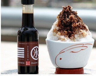 醤油のコクとココアのほろ苦さをかき氷で楽しむ「老舗醤油醸造元がマジメに作った かき氷専用醤油 ショコラ」(680円)