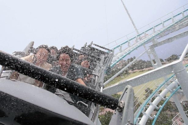 横浜・八景島シーパラダイスのサーフコースター「リヴァイアサン」もずぶ濡れアトラクションに!