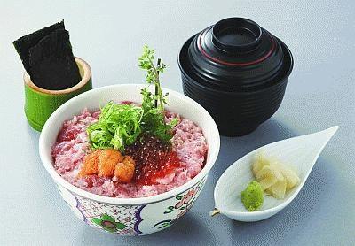 上質なマグロを使った「北海ネギトロ丼 お椀付き」が1050円!(下高井戸 旭鮨総本店)