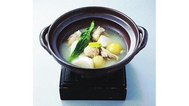 コラーゲンもたっぷり!「伊達鶏の水炊き」は900円で!(旬菜と土鍋ごはん 彩箸)