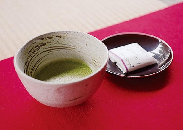 接待として、抹茶とオリジナルの手作り和菓子が付く/宝泉院