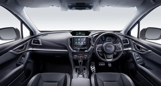 【写真を見る】スポーツマインドを刺激する車内空間