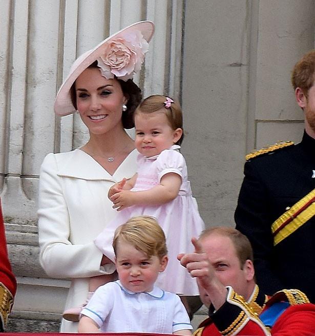7月22日に3歳の誕生日を迎え、愛犬Lupoを贈られたジョージ王子