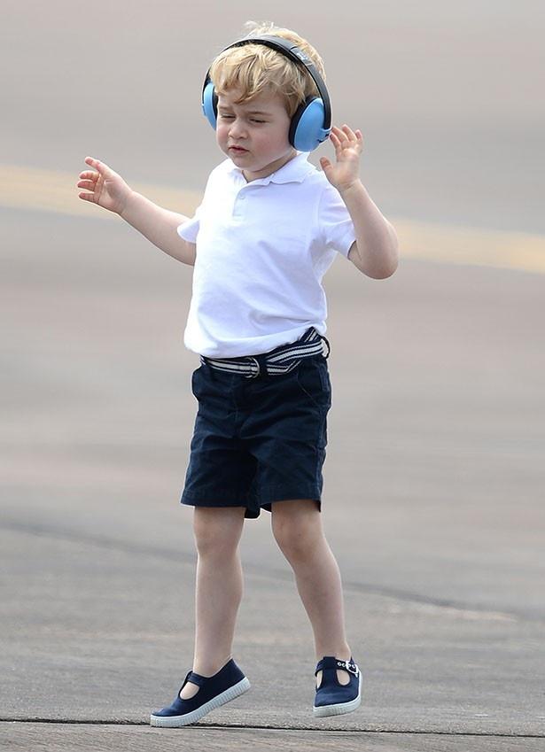 【写真を見る】ジョージ王子をとらえたベストショットに、動物虐待だと批判が殺到