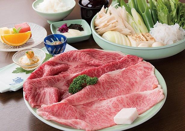 【写真を見る】牛肉に九条ねぎなどの野菜など8種の具材で大満足/モリタ屋 木屋町店