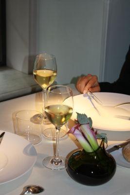 シャンパンと白ワイン、赤ワインもついてこの値段なので安心して食べられる