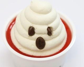 マシュマロマンをイメージしたカップケーキ「ゴーストバスターズケーキ(マシュマロin)」(240円)
