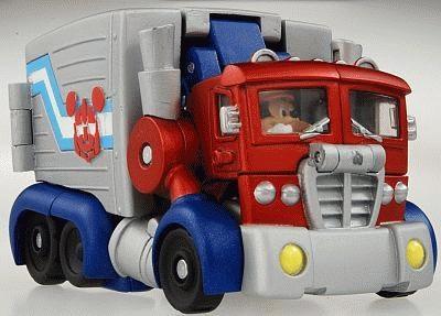 トレーラーにミッキーが乗っているのが見える?