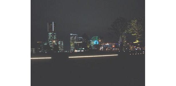 ここから見るみなとみらいの夜景、本当にきれい。うっとり…
