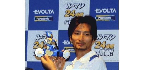 昨年に引き続き、「エボルタ号」の設計・開発を行った、ロボットクリエイターの高橋智隆氏