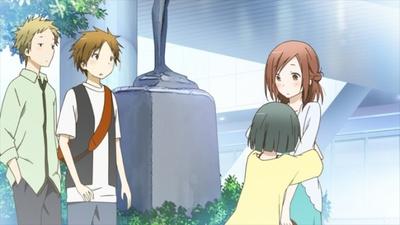 【写真を見る】海へ行くため4人は「聖蹟桜ヶ丘駅」の駅前で待ち合わせる