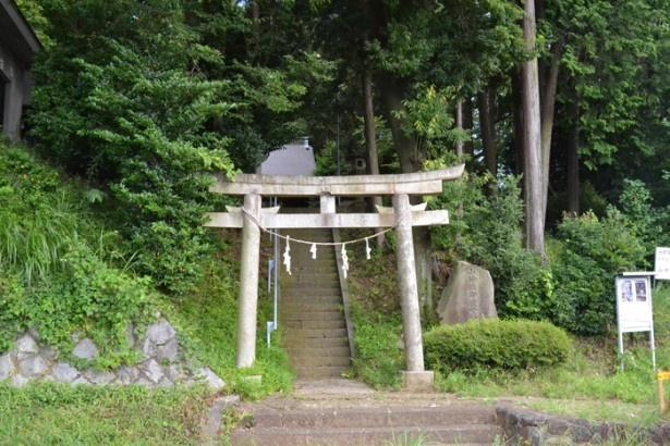歴史を感じさせる趣のある「桜ヶ丘山神社」の鳥居