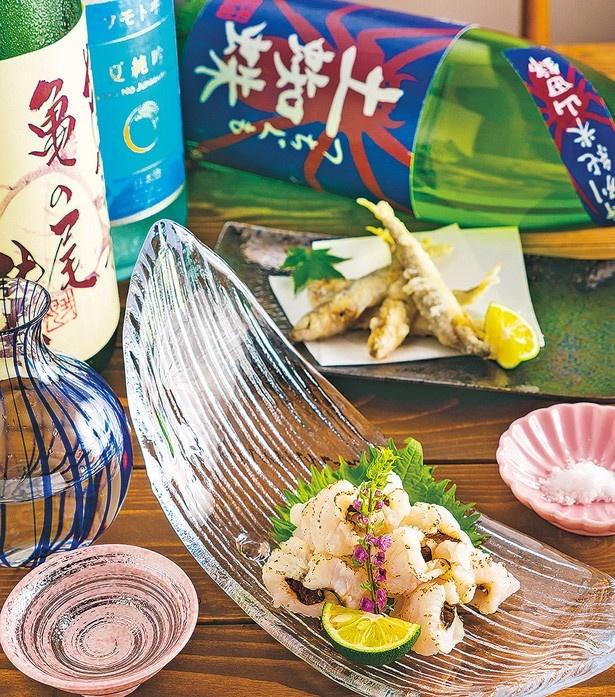 「淡路島産鱧の焼霜」(1296円・手前)や「稚鮎の天ぷら」(648円・奥)は、日本酒と相性抜群でおすすめ/御幸町 ONO