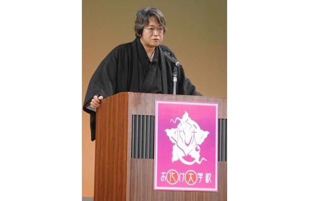 作家の京極夏彦さんらが教授として熱弁を振るった