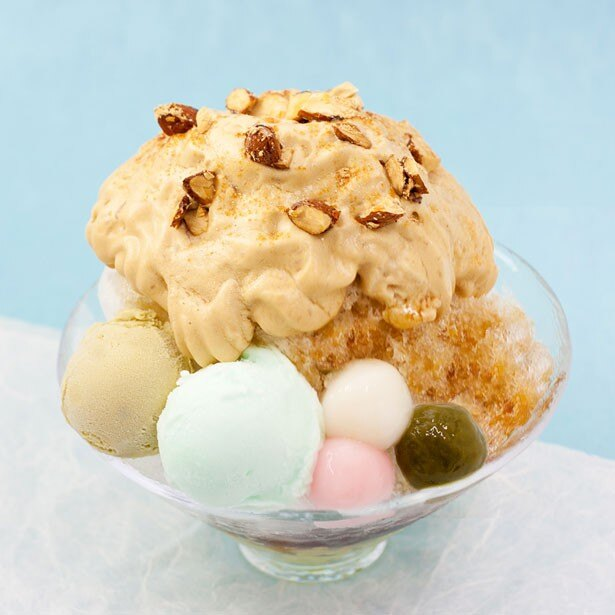 【写真を見る】祇園本店限定の「波の華」(1134円)は、フワフワ食感がクセになる
