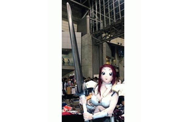 全長2m20cmの、コミック「ベルセルク」の主人公が持つ、愛刀「ドラゴン殺し」(5万8000円)も注目を集めた、日本最大のガレージキットコンベンション、「ワンダーフェスティバル2009[夏]」
