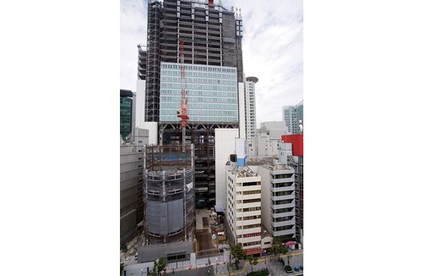 鉄骨工事が完了したブリーゼタワー(2007年6月)