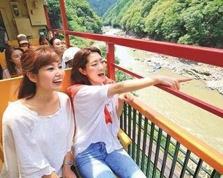 川下り&トロッコ列車で、風光明媚な夏の嵐山に感動!