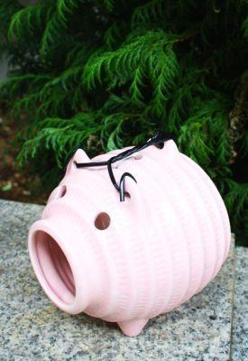 女の子らしいブタはギフトにしても。ピンク蚊取豚ミニ(1575円)