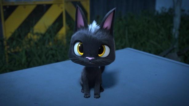 小さな黒猫・ルドルフの声を井上真央が演じる