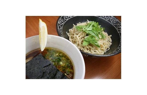 【太助家】「つけめん」(¥800)は麺200g。薬味のレモンを絞ると、こってりテイストがさっぱりライトに!