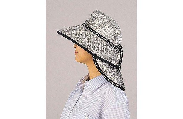ケープをつけて首もとを紫外線から守ることもできる