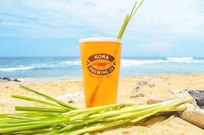【写真を見る】ハワイらしさを押し出した飲みやすい味わいで、様々な料理と合わせやすく、夕日を眺めながらのルアウ〈宴〉にぴったりの逸品