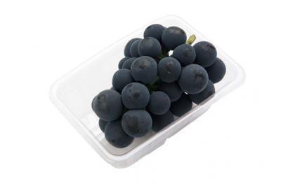 大粒で甘味が強い、山梨県産など種なしピオーネは1050円。7/28(火)〜8/3(月)、各日10房限定(B2/ダイワ果園)