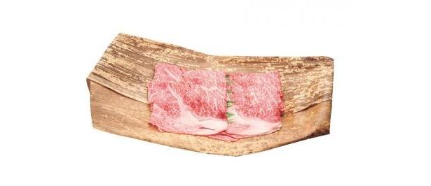 肉質が柔らかくて上質の熊本県産黒毛和牛「和王」ロースも、1050円/100g。各日限定10kg(B2/マルワ)