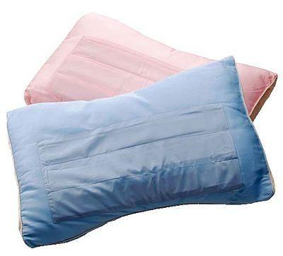 冷感素材を使用し、頭部の熱を吸収してクールダウンしてくれる涼感枕も3150円(10F/インテリア売場)