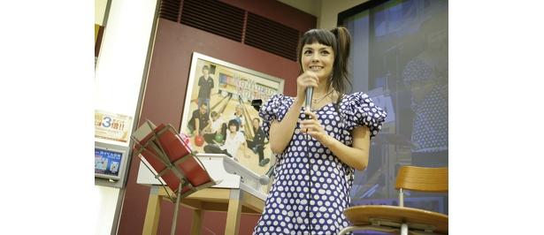 水玉トップスとミニスカートがとても可愛い!!