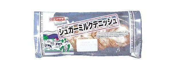 「シュガーミルクデニッシュ」。表面に粉砂糖をまぶした甘めの生地は、しっとり柔らかな食感