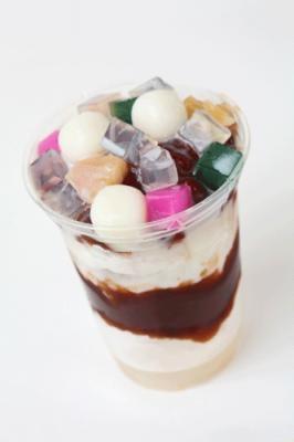 パッピンス¥500は韓国のカキ氷。小豆や白玉が入ってカラフル!