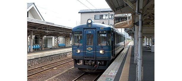 白砂青松の天橋立の松をイメージした車両。普段は1両のみで運行する/京都丹後鉄道 丹後あおまつ号