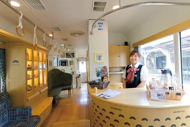 丹後くろまつ&あかまつ号と同様車内にはサービスカウンターを設置/京都丹後鉄道 丹後あおまつ号