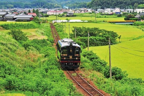 車窓の外には田園風景が広がる/京都丹後鉄道 丹後くろまつ号