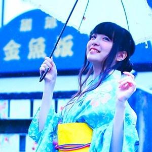 上田麗奈フォトコラム第20回・浴衣で金魚に囲まれて