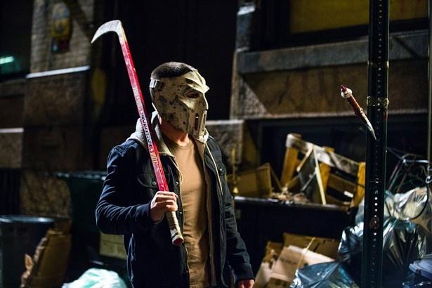 【写真を見る】ホッケーマスクを被った『タートルズ』続編の新キャラはまるでジェイソン!?