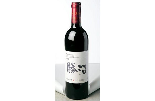 美しい酸と熟した果実味が特徴の「鳥居平今村 勝沼ルージュ」は、グラスで730円