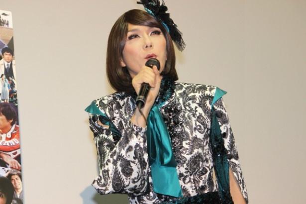 女装パフォーマーでライターのブルボンヌ